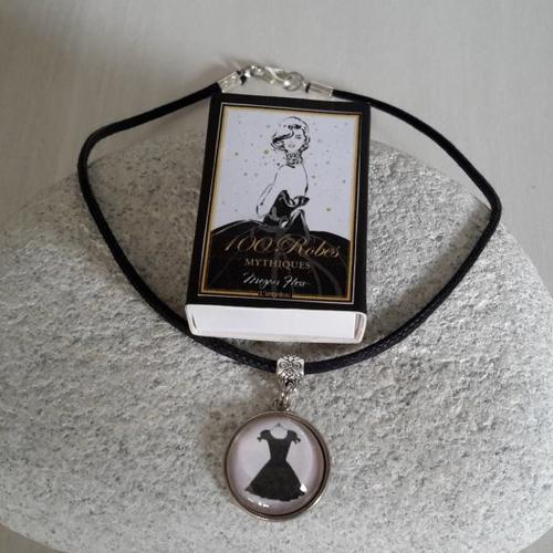 Collier cabochon petite robe noire - ras de cou -cabochon et boîte cadeau