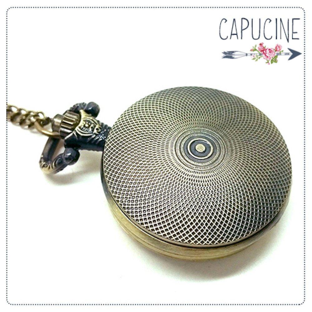 Montre à gousset bronze avec cabochon verre fillette et coccinelle - sautoir montre motif petite fille - Coccinelle & Demoiselle