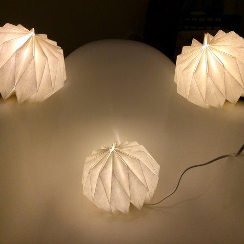 Lampe origami à poser