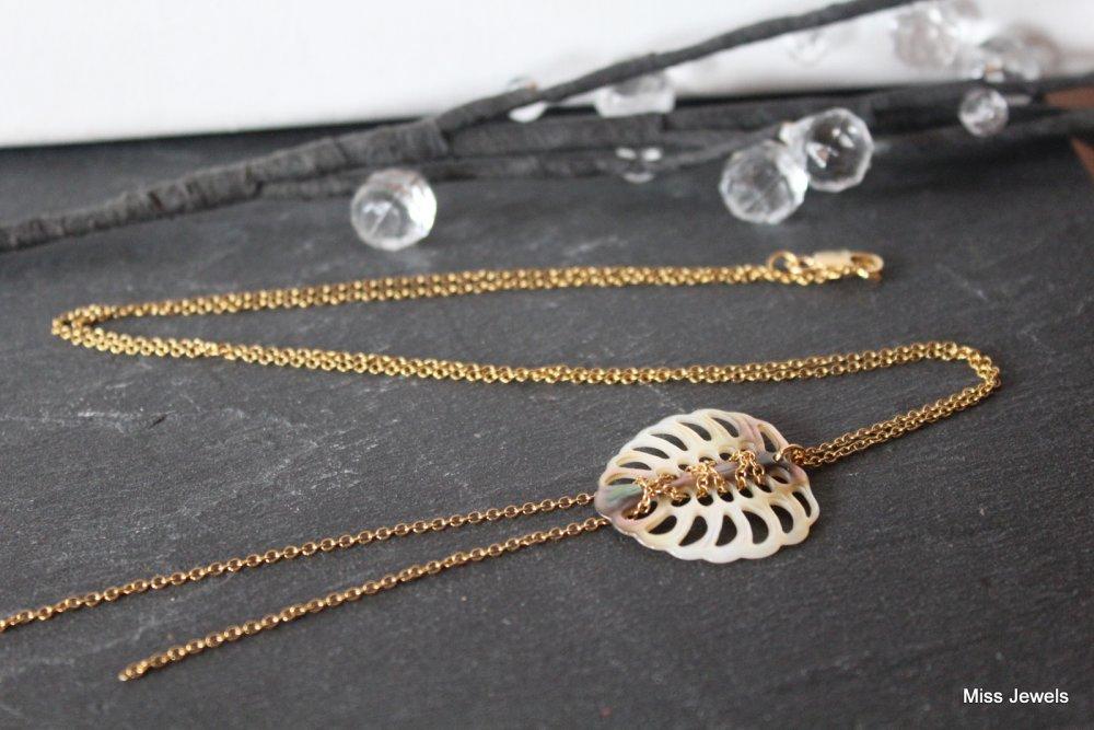 Sautoir acier inoxydable doré feuille monstera en nacre blanche, collier long doré, collier cravate