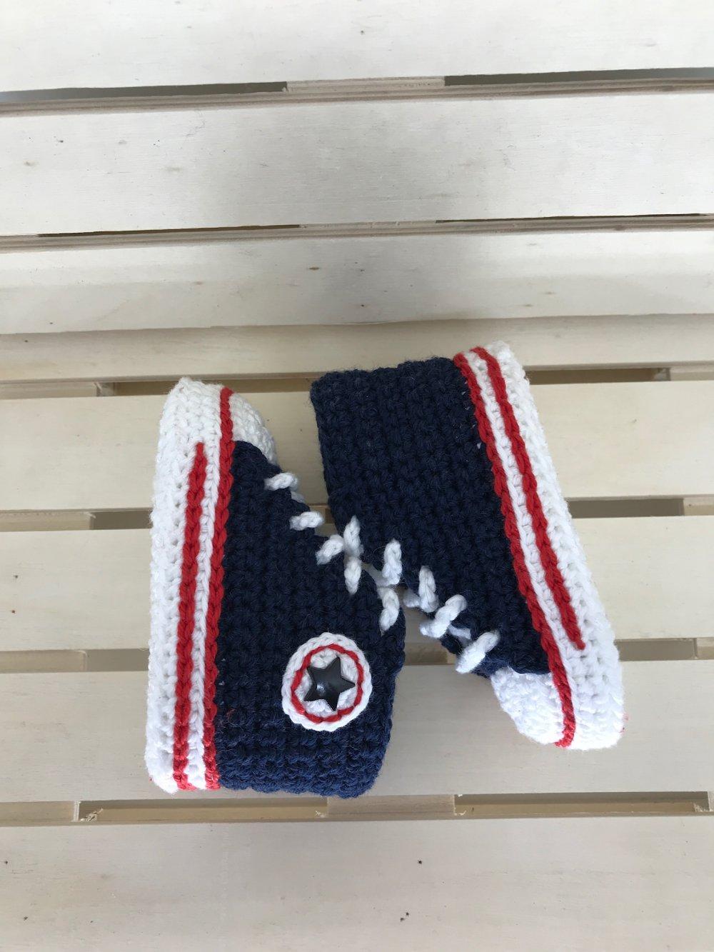 Chaussons bébé basket,Baskets bébé, baskets au crochet, taille 3 mois, style converses,  bleu marine,