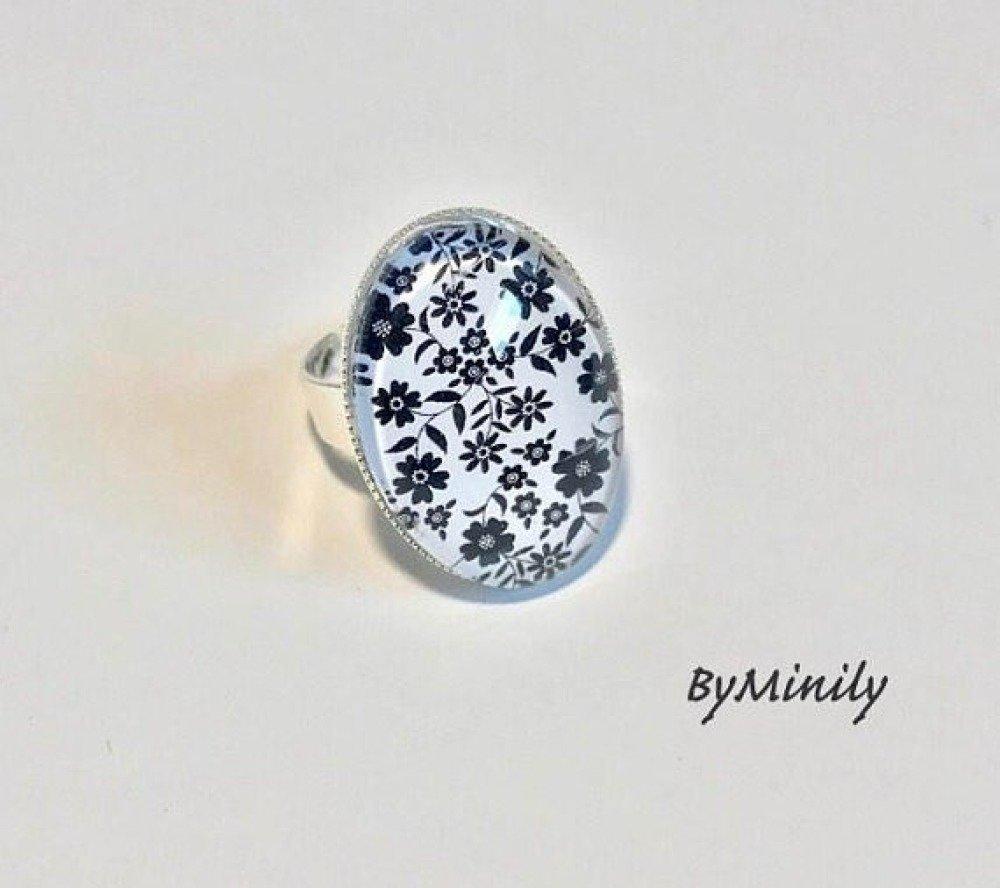 boucles d'oreilles cabochon ovales - pendantes ovales - fleurs - noir et blanc