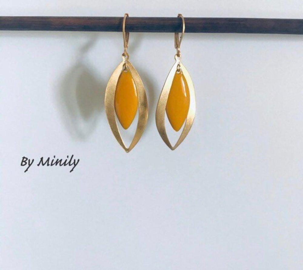 Boucles d'oreilles sequin émaillé navette - pendantes - jaune moutarde - baptême - mariage - idée cadeau - doré