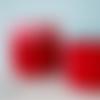 Corbeille rouge au crochet, doublée d'un tissu au motif losange