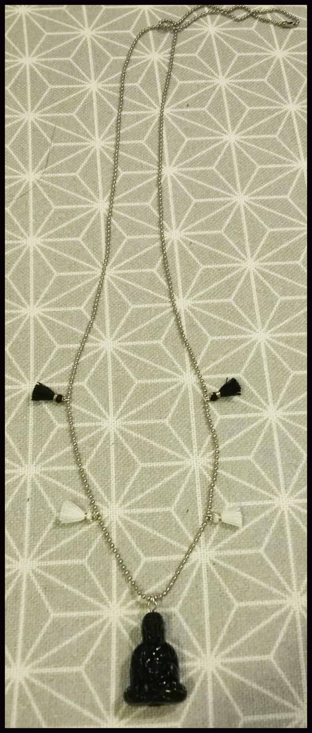 Sautoir perle buddha et pompons noirs et blancs