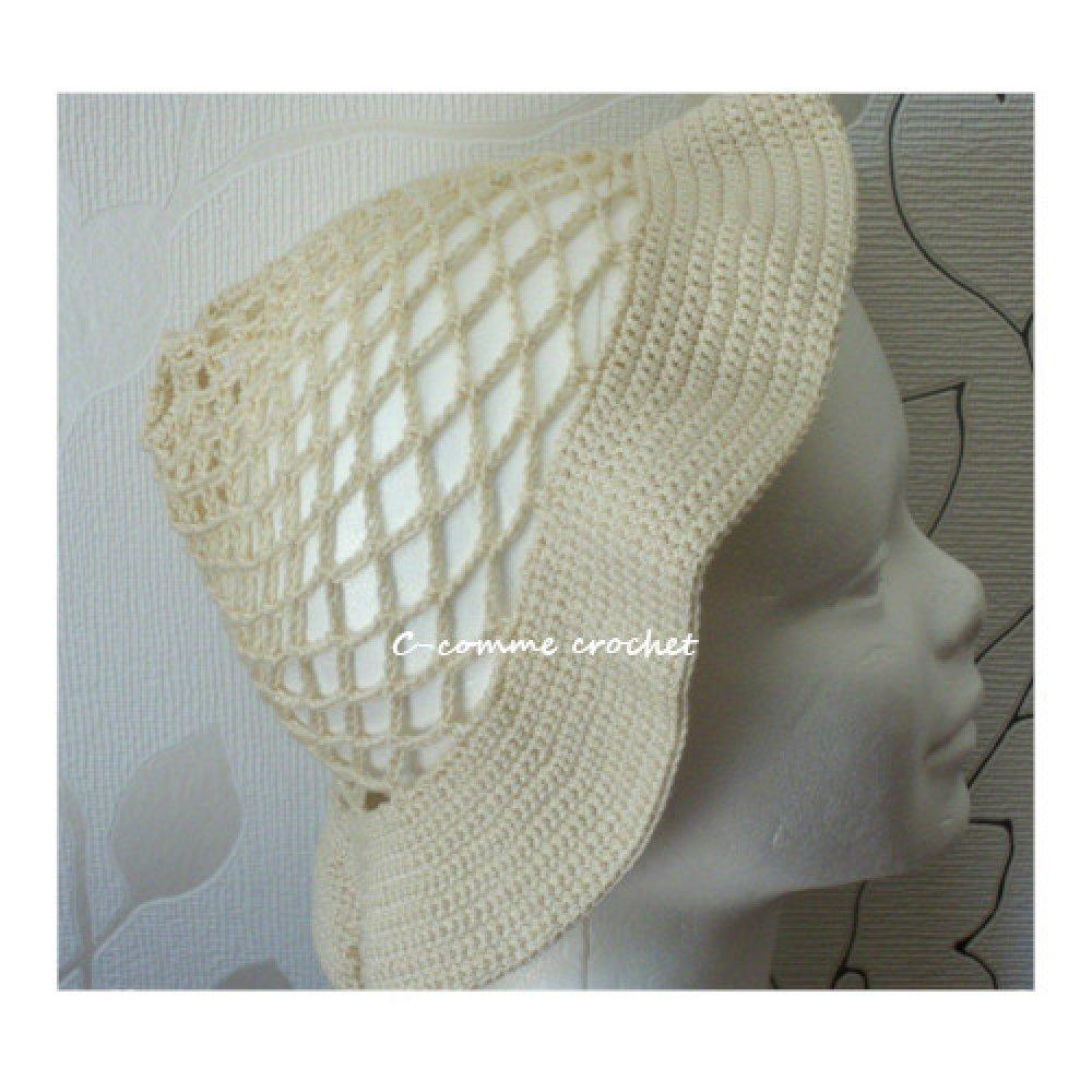 Bob original, bonnet écru, chapeau à la fleur fait main au crochet : accessoire de mode femme.