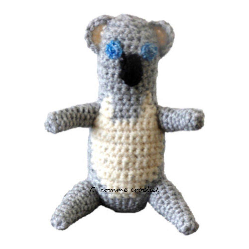 Amigurumi : Bébé koala gris au crochet. Son nom : Canice le doudou pour bébé.