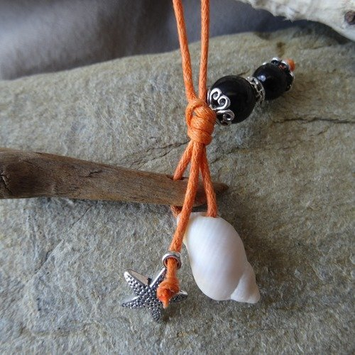 Porte clés et/ou bijou de sac en bois flotté orange et noir