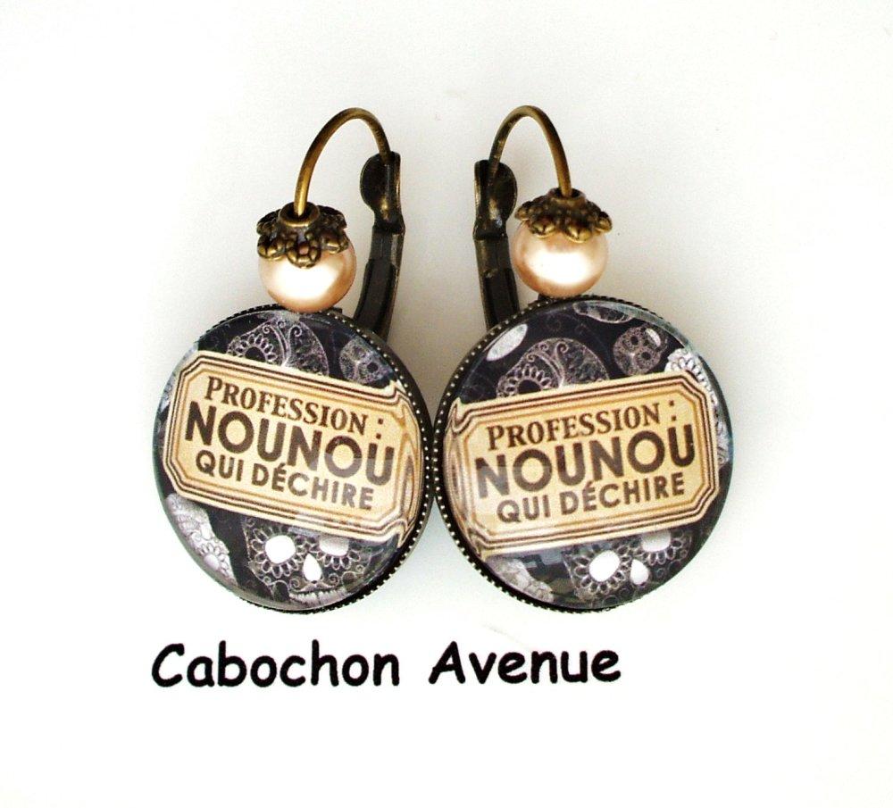 Boucles d'oreilles dormeuses NOUNOU qui déchire Bijou fantaisie cabochon NOUNOU idée cadeau fin d'année cadeau Nounou bronze verre
