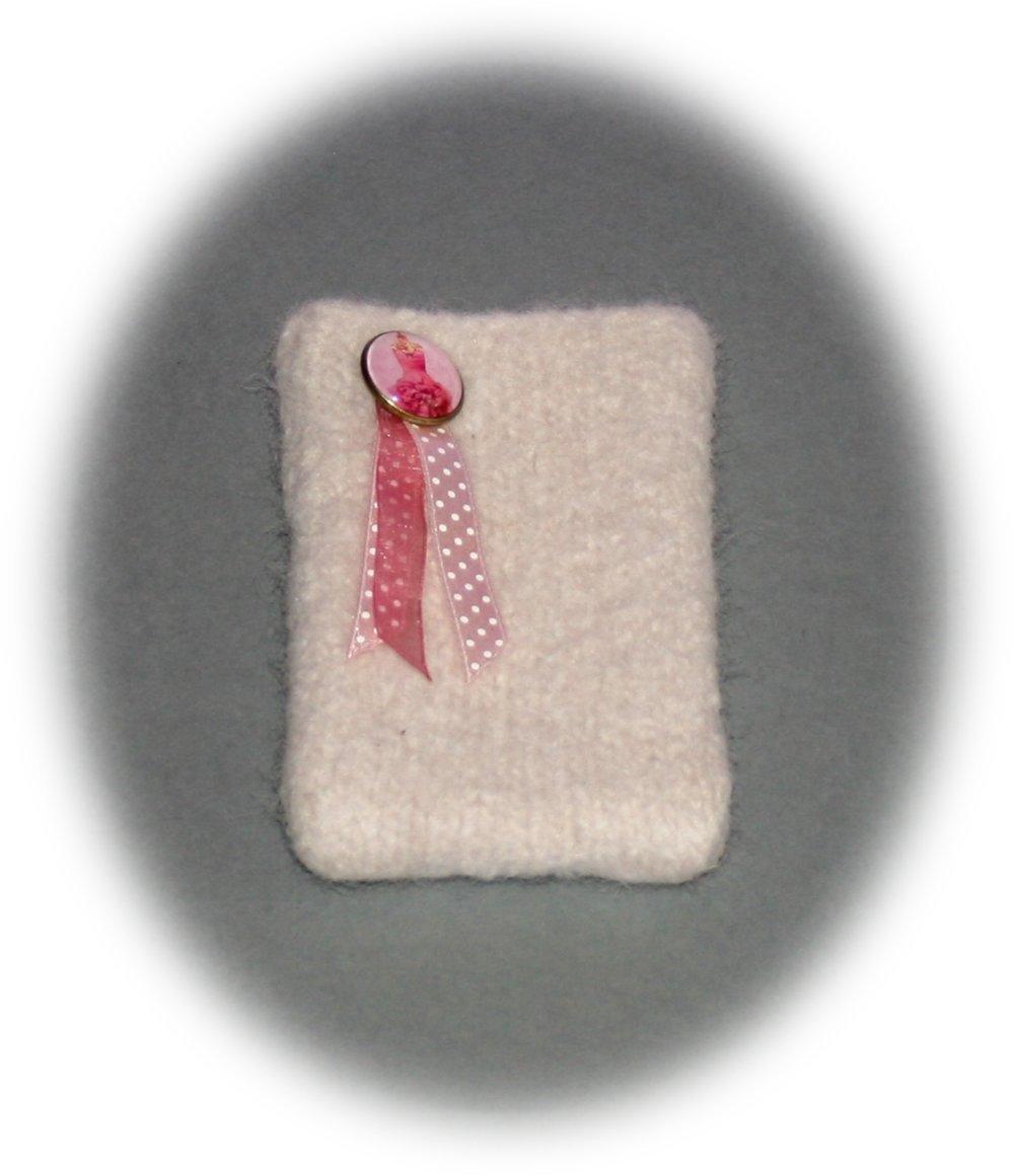 Etui pour téléphone portable dégradé blanc-rosé orné d'un cabochon