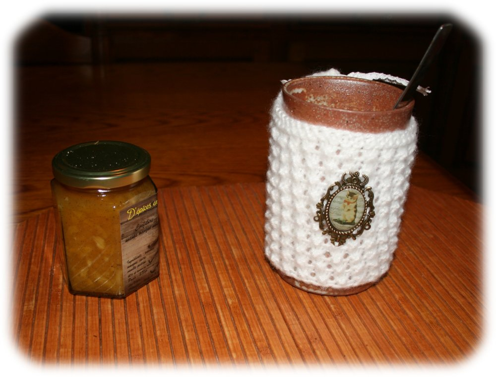Housse de mug tricotée en mohair et sa tasse en grès