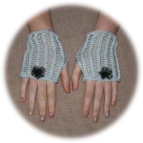 Mitaines d'été tricotées en coton gris satiné point dentelle