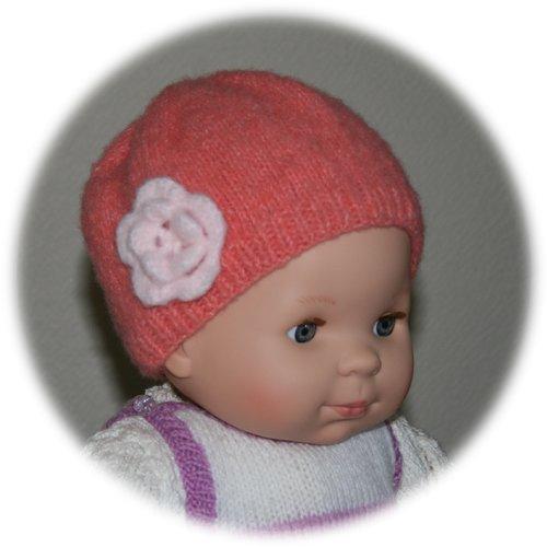 Bonnet 12 mois en laine mohair saumon orné fleur au crochet