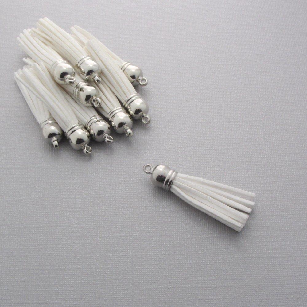 Lot de 19 pompons velours blanc avec embout argenté - Breloque, pendentif pompon pour bijoux et accessoires - Blanc - 59mm