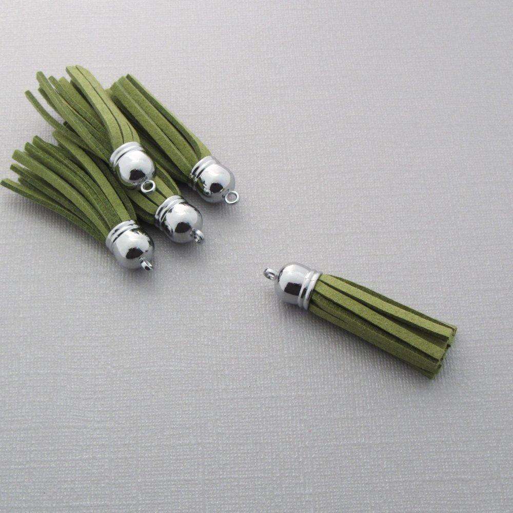 Lot de 10 pompons velours avec embout argenté - Breloque, pendentif pompon pour bijoux et accessoires - Vert - 59mm