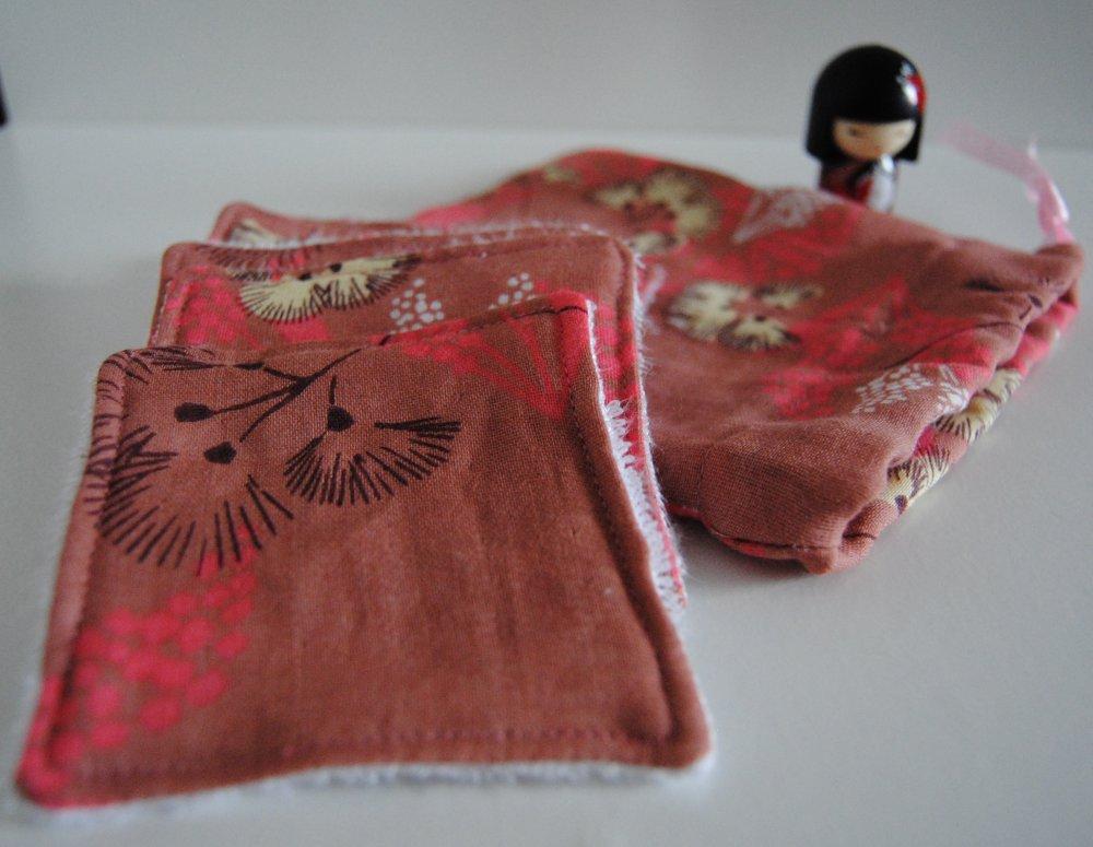 Lot de 6 lingettes démaquillantes, lavables et réutilisables en coton double gaze et éponge bambou avec sa petite pochette