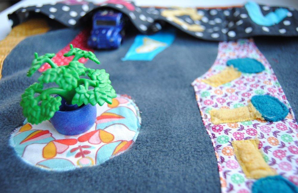 Tapis de voiture nomade enfant en tissu : jeu, circuit, voitures, montessori