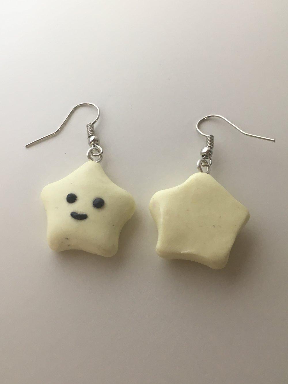 Boucles d'oreilles - Etoile kawaii jaune en pâte polymère