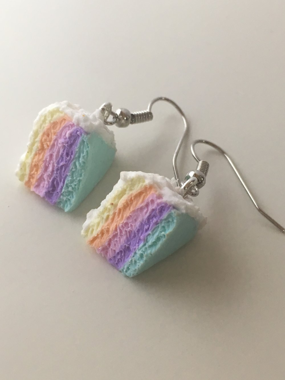 Boucles d'oreilles pendantes - Rainbow cake pastel en pâte polymère