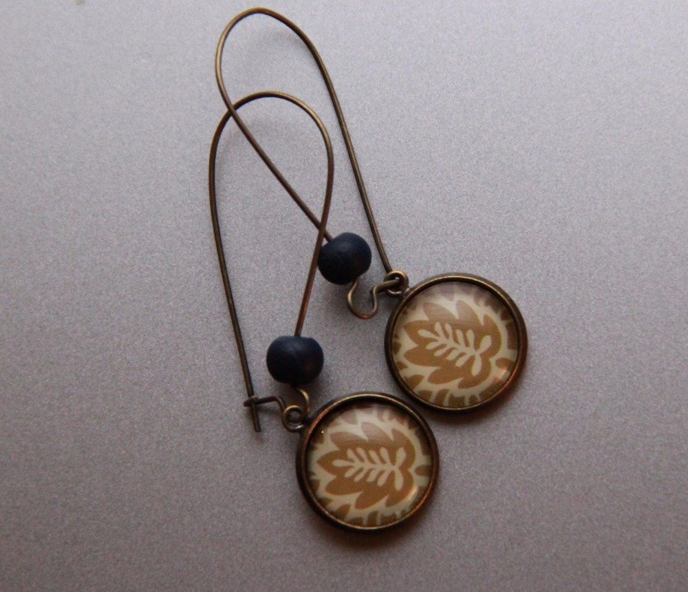 Boucle d'oreille symétrique, feuille exotique