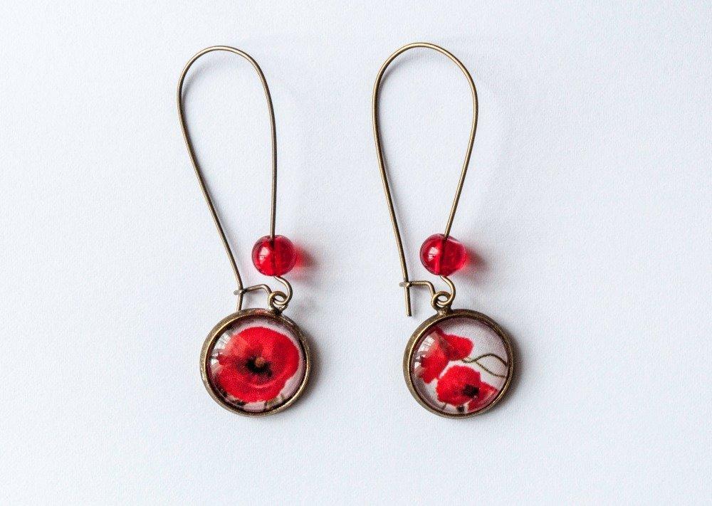 Boucles d'oreilles pendantes asymétriques fleurs rouge