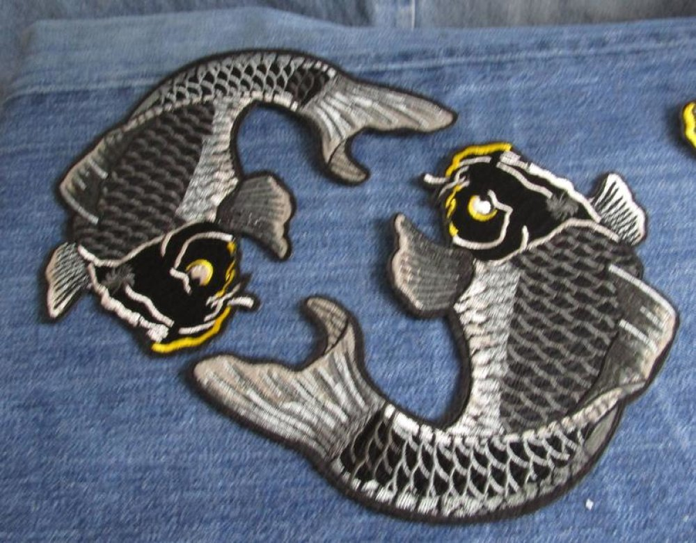 Koi poisson japonais patch thermocollant gris noir jaune couture broderie