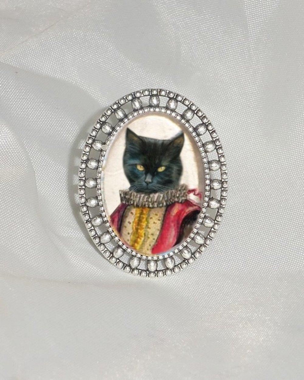 bague avec chat  : chat costumé en Lelio, personnage de la commedia dell'arte