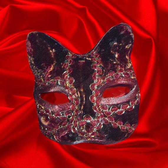 masque vénitien en papier mâché , masque de chat camaieu de rouges