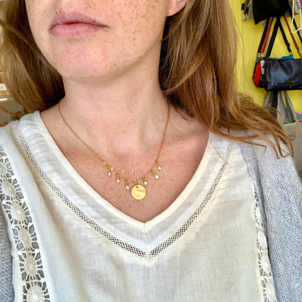 Collier Hera, doré à l'or fin 24K, perles nacre blanche