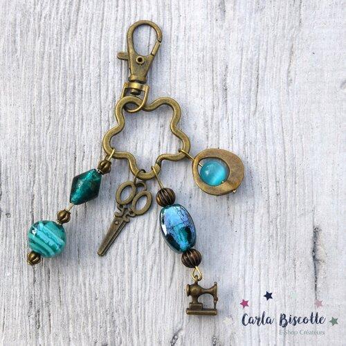 Porte-clés bronze et turquoise couturiere, couture, verre, bijoux de sac