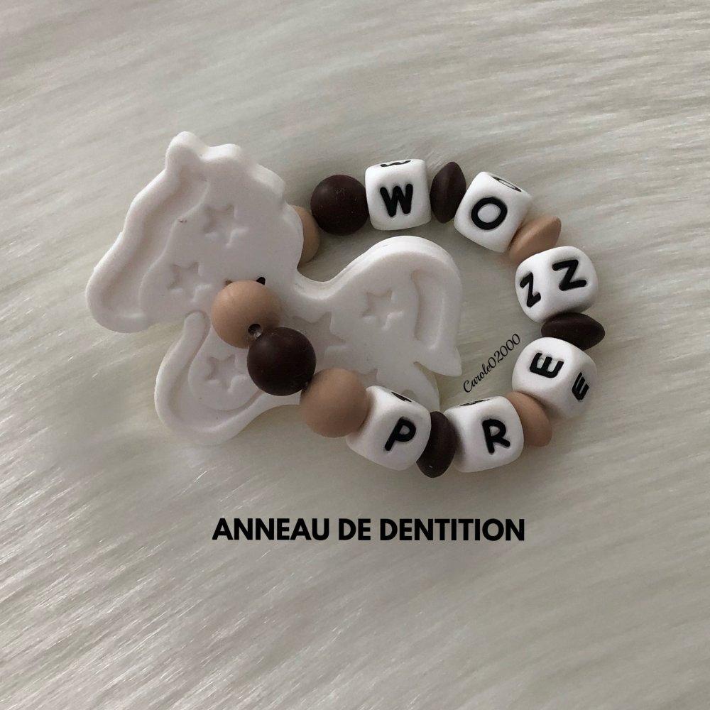 Anneau de dentition personnalisé en silicone, hochet dentaire, jouet spécial dentition personnalisable, CHEVAL, blanc marron et beige