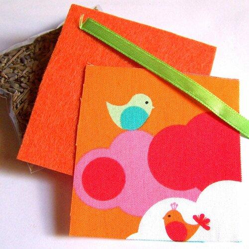 Kit petit coussin de provence au lavandin motif kawaii deux oiseaux et nuages