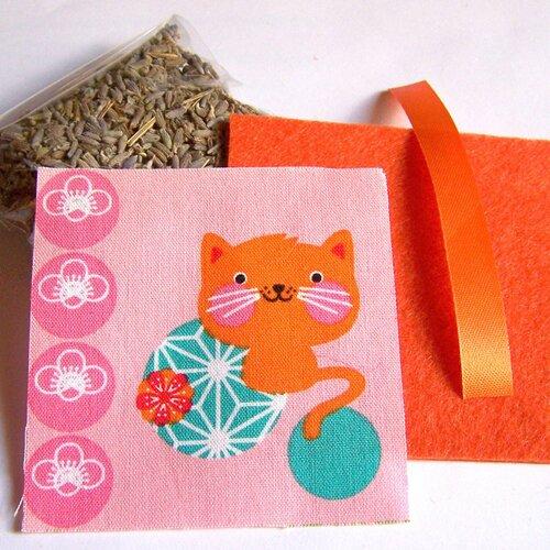 Kit petit coussin de provence au lavandin motif kawaii chat orange sur fond rose