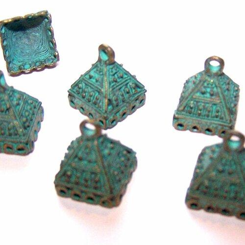 6 calottes coupelles embouts forme pyramide rétro vert de gris style ethnique pour la création de bijoux