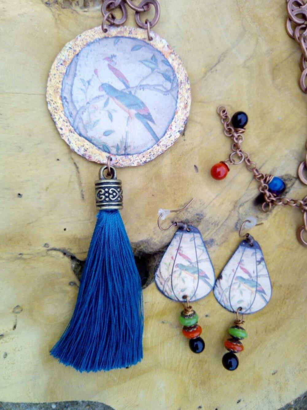 Les oiseaux- collier de style bohème - cuivre émaillé - perle en verre filé au chalumeau- chaine cuivré - raku -pompon