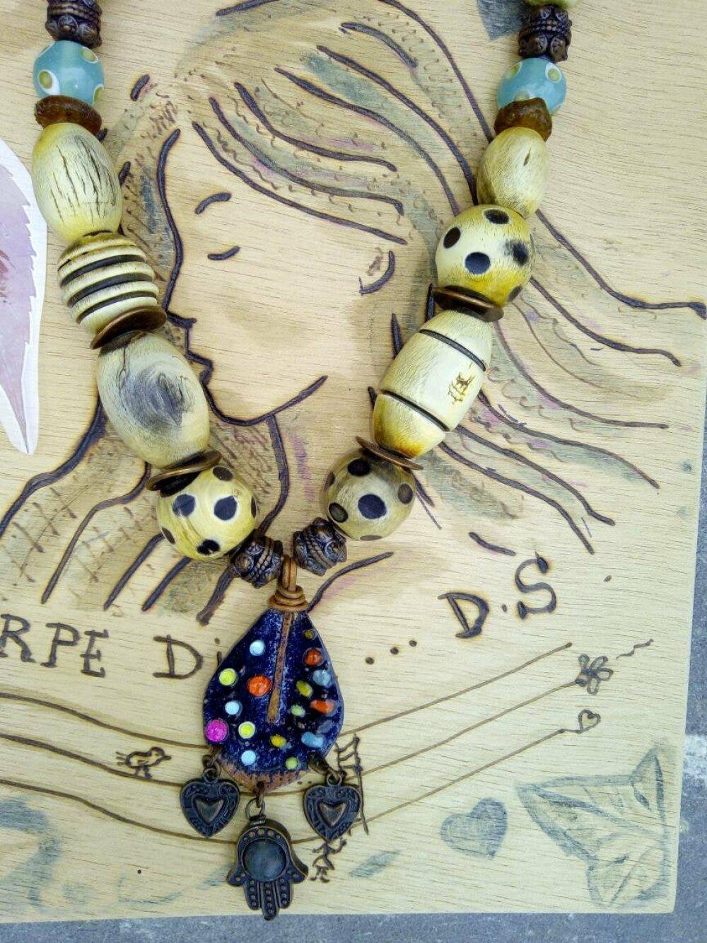 collier style ethnique - bohème perle en bois africaine  artisanal  - pendentif émaillé- perles artisanales indiennes,