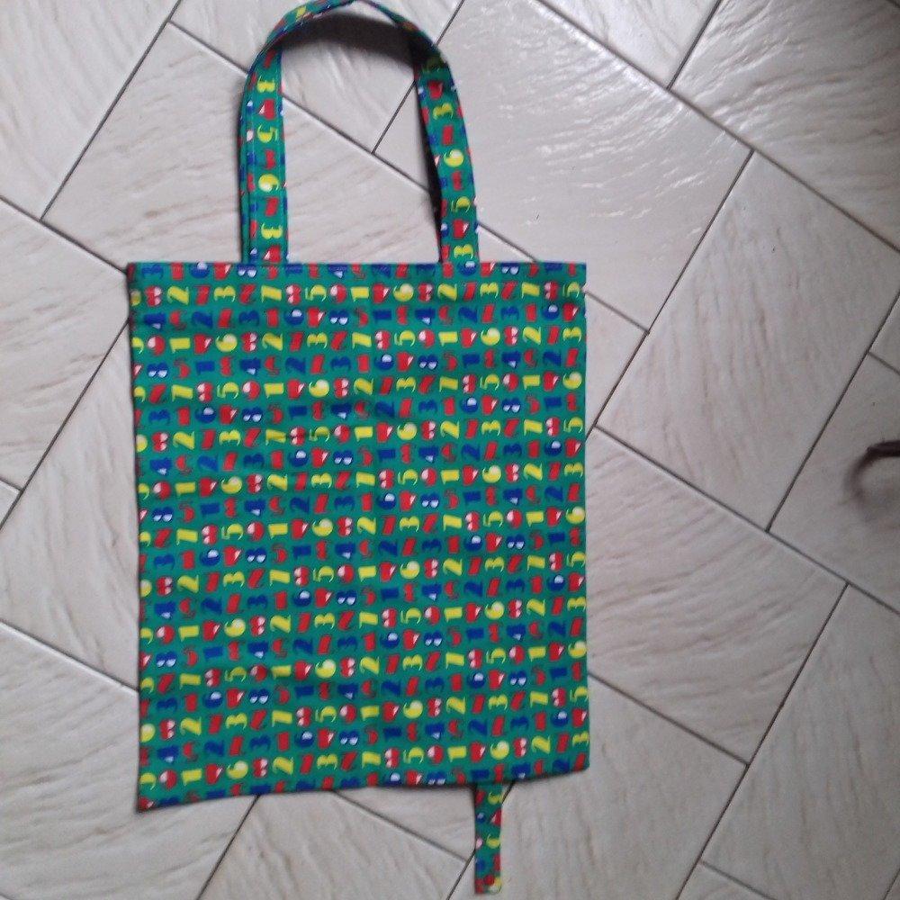 Tote bag , sac cabas en tissu  pliable ideal pour les courses