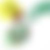 Collier grand pendentif ovale, cabochon motif paisley, perles, ruban, cordons, vert