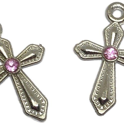 1 pendentif breloque croix métal argenté et strass rose
