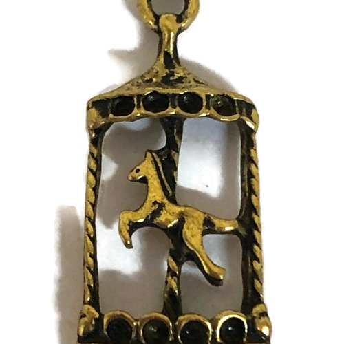 1 breloque cheval manège métal doré
