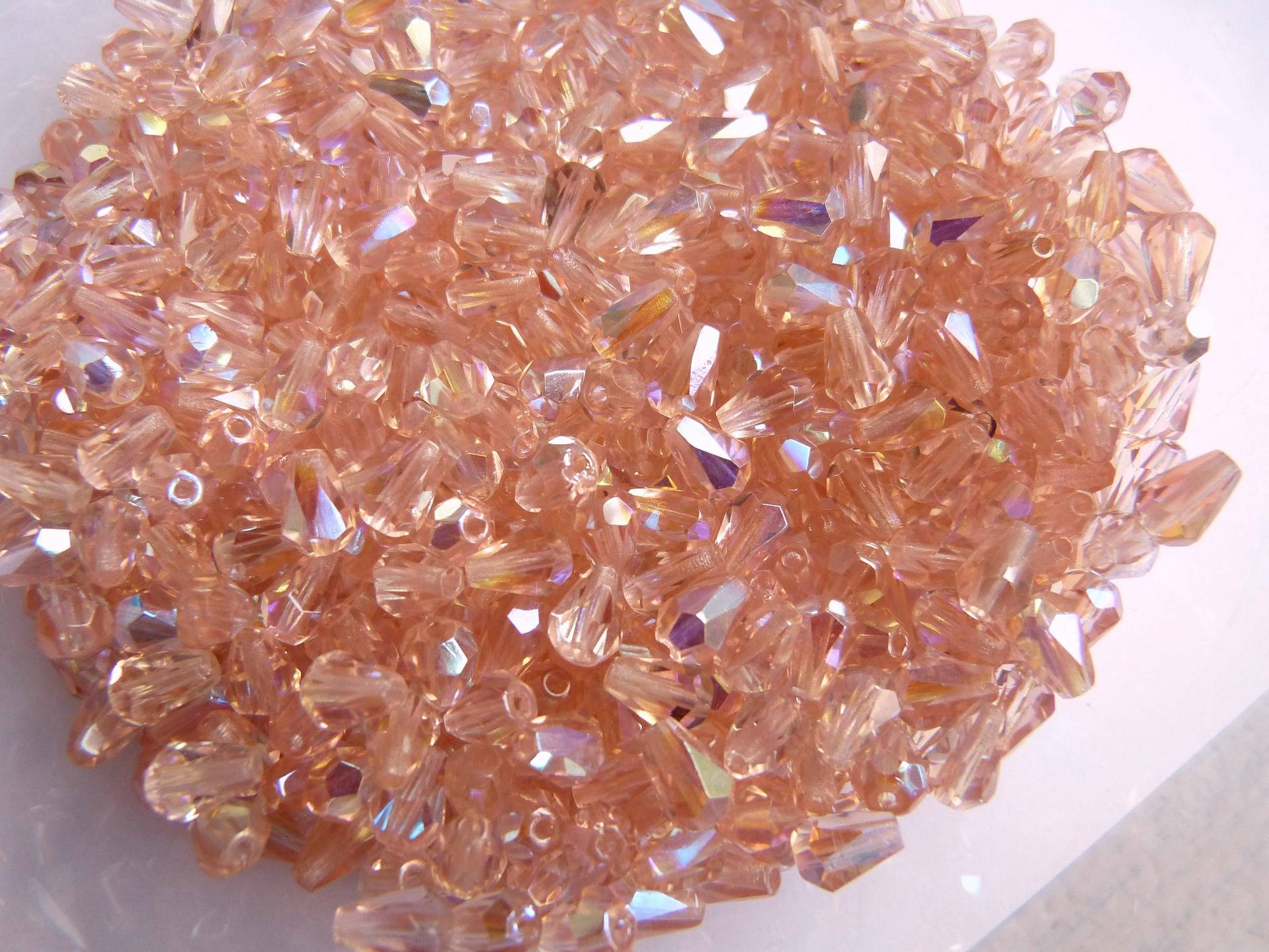 Perles gouttes à facettes en cristal de Bohème AB roses x 10