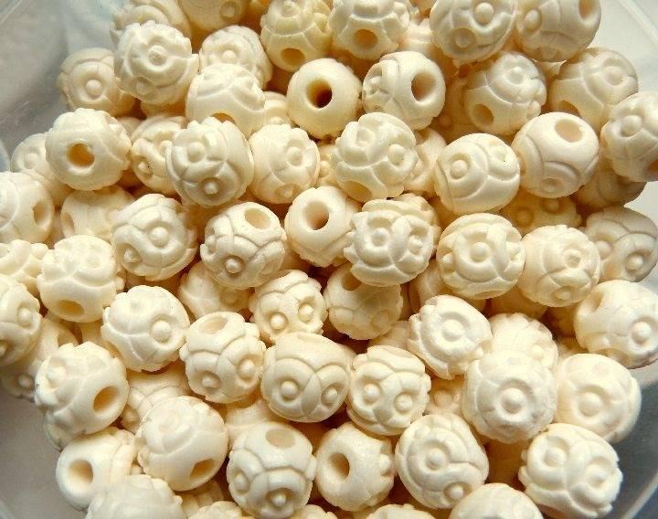 Perles rondes en os blanc cassé 12 mm x 10