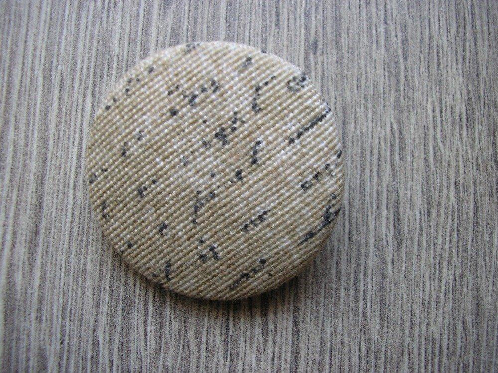 Bouton tissu fait main, motif lettres