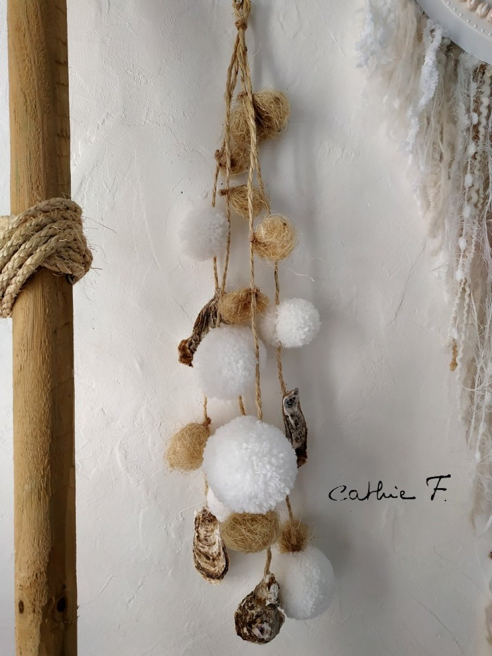 Guirlande pompons coquillages blanche