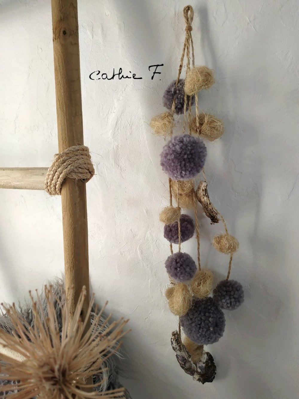 Guirlande pompons coquillages grise