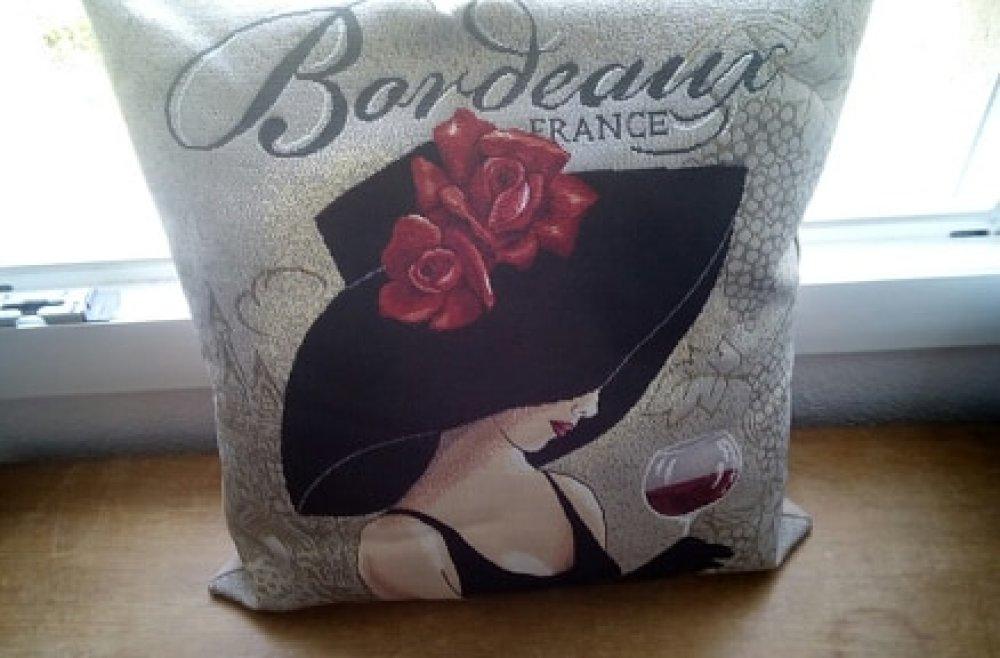 """Coussin, """"femme Bordeaux"""""""