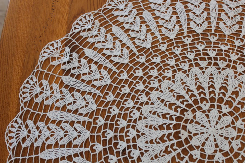 Grand Napperon rond au crochet - modèle ESCAPADE - Coton fin DMC Cébélia 20
