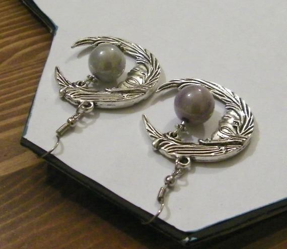 boucles d'oreille fantaisie lune argentée et perle grise