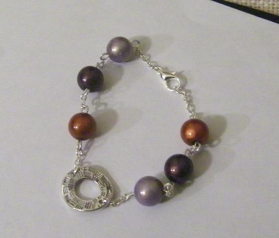 bracelet fantaisie de perles magiques  et décoration argentée