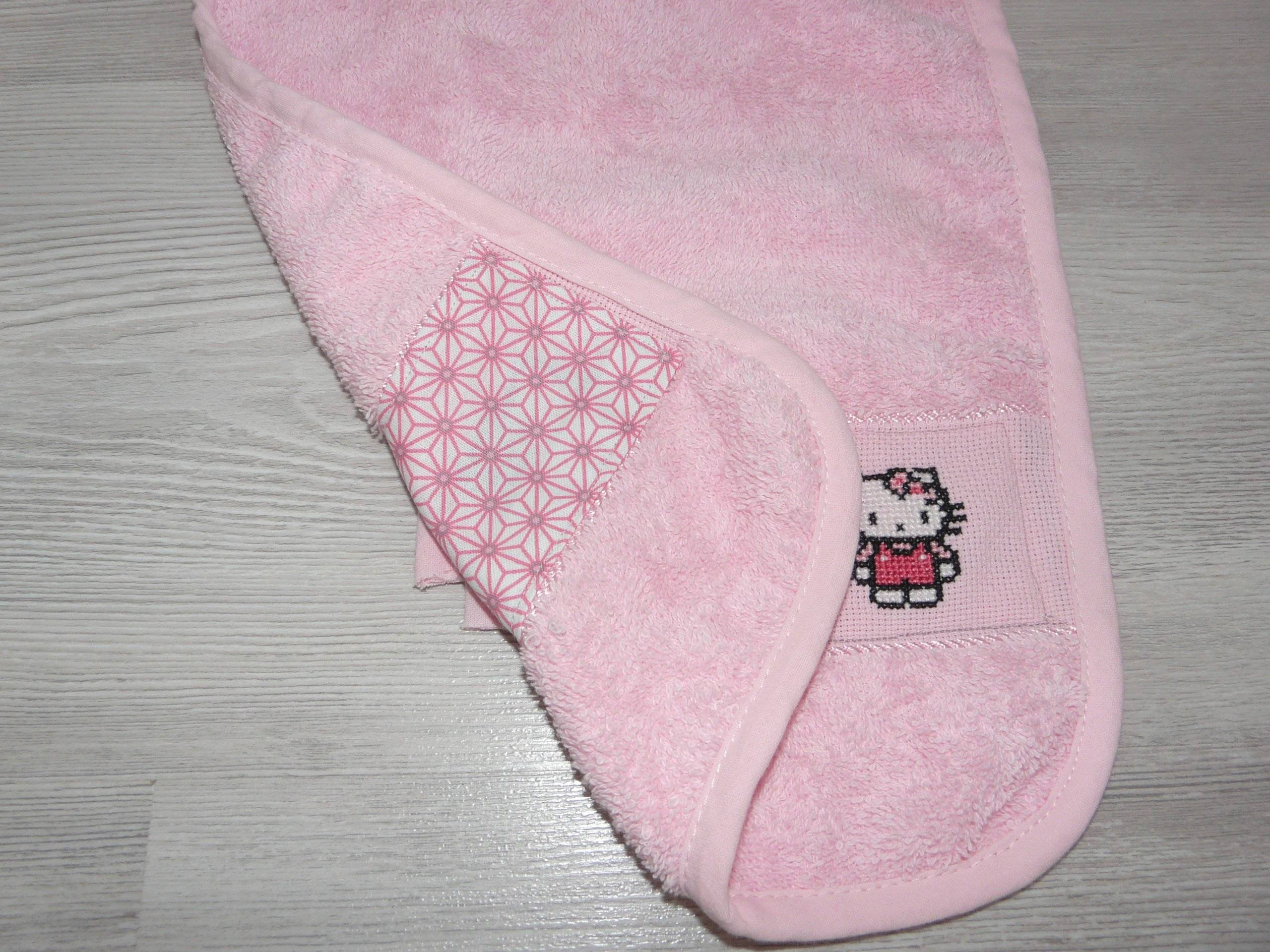 Bavoir Bébé Broderie Points de croix HELLO KITTY
